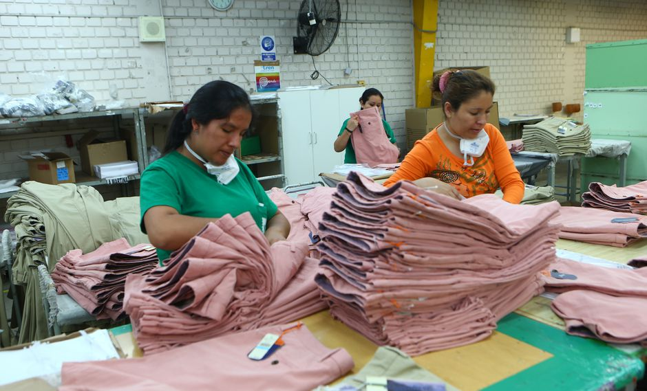 Según el Banco Mundial, elevar la participación femenina en nuestro mercado laboral, elevaría el PBI en dos puntos porcentuales. (Foto: GEC)