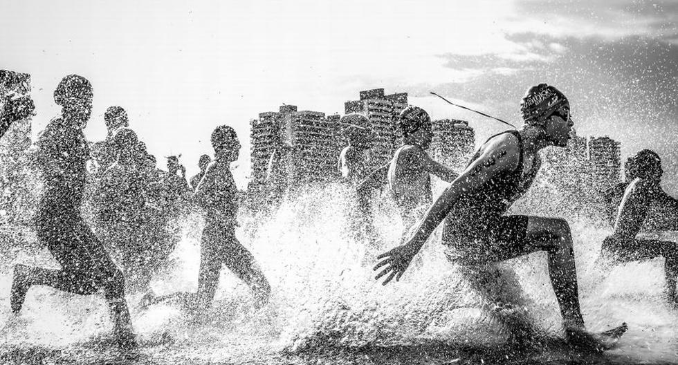 El brasileño Wagner Araújo obtuvo el máximo galardón con la foto que tomó durante el campeonato de acuatlón en su país. (National Geographic)