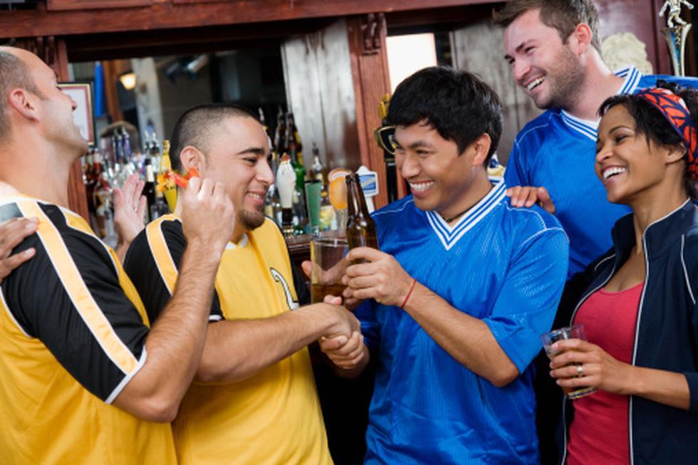 Se prohíbe el consumo de alcohol en lozas deportivas en San Juan de Miraflores. (Imagen referencial Getty Images)