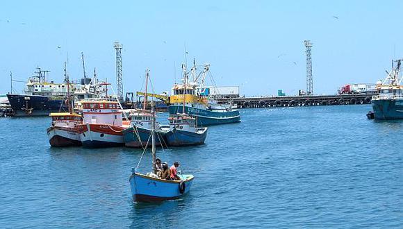 El ministro Pérez-Reyes asegura que es un peligro permitir más embarcaciones. (Foto: USI)