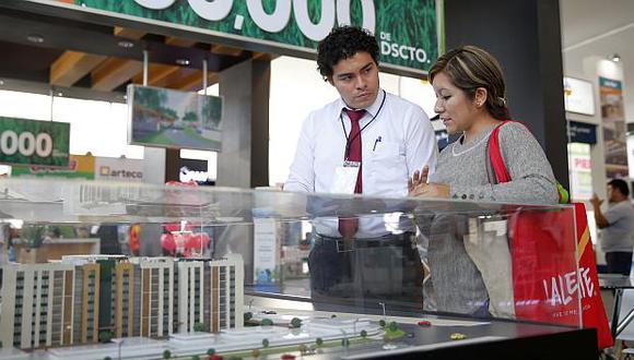 Las personas deben informarse antes de concretar la compra de una vivienda. (Foto: USI)