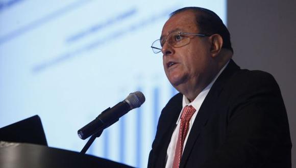 EN CAÍDA. Julio Velarde estima que PBI minero crecería solo 3.3%. (Andina)