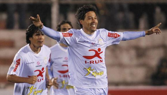 Ojalá alcance. Bogado celebra su anotación en el Cusco. Real Garcilaso fue superior, pero perdonó muchas ocasiones de gol. (AP)