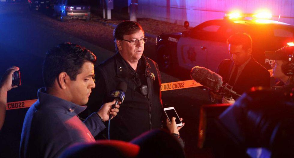 El teniente de la policía de Fresno, Bill Dooley, habla con los periodistas y da detalles del tiroteo en el sureste de Fresno, California. (AP)
