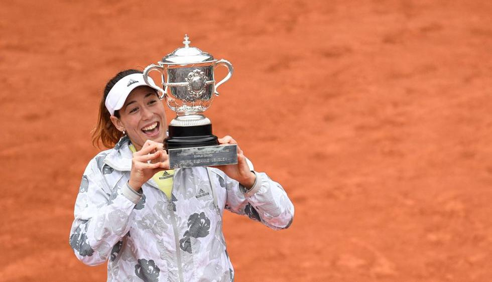 Garbiñe Muguruza venció a Serena Williams y ganó el Roland Garros. (AFP)