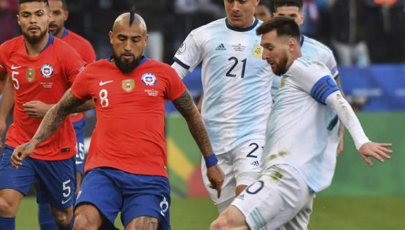 Arturo Vidal y Lionel Messi fueron compañeros durante dos temporadas en Barcelona. (Foto: AFP)