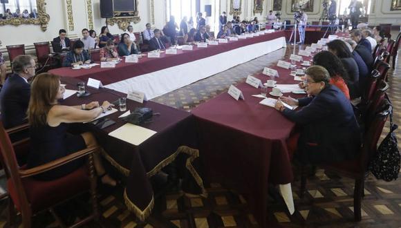 La nueva sesión del Grupo de Lima Metropolitana se desarrolló en el Salón de los Espejos del Palacio Municipal. A la reunión asistieron 26 legisladores. (Foto: Difusión)