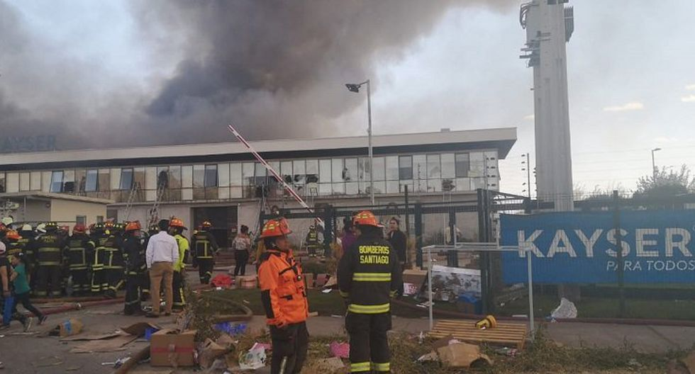Incendio en fábrica textil de Renca, en Chile. (Bomberos de Chile)