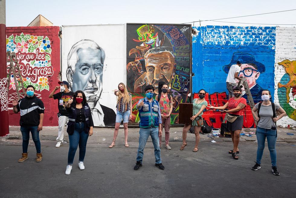 La muralización contó con el apoyo de 15 vecinos de la zona y la organización cultural Abya Yala. Ellos llevaron a cabo la limpieza, preparación y pintado de la pared de 70 m de largo y 2.5 m de alto.