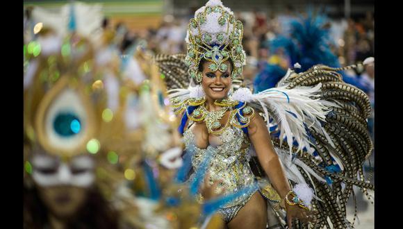 El espíritu del carnaval se mantiene vivo gracias a los eventos en línea producidos por los grupos que realizaban tradicionalmente los espectáculos callejeros. (Foto: archivo AFP)