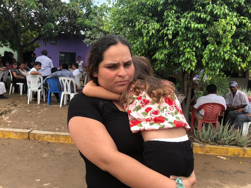 La menor que sobrevivió en la tragedia aún está en shock. Su madre contó que su tía fue quien la lanzó por la ventana del bus. (Foto: Nadia Quinteros)