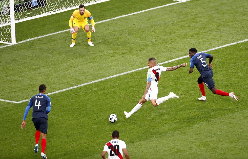 Paolo Guerrero no estuvo fino y perdió la más clara del partido. (AFP)