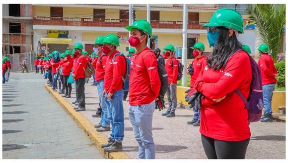 Jóvenes que participan en un programa de trabajo en Otuzco. La reactivación económica sigue en marcha.