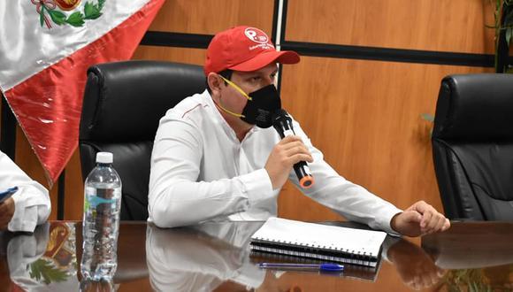 """""""Debemos tener la suficiente madurez para deponer actitudes personalistas"""", manifestó el titular de la Asociación de Gobierno Regionales (ANGR), Servando García."""