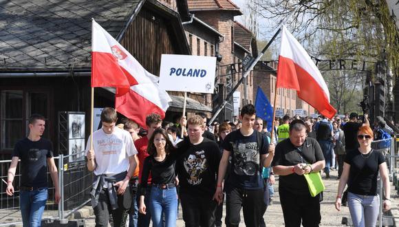 Vista de los participantes en la 27º Marcha de los Vivos en el campo de concentración nazi de Auschwitz I en Oswiecim, (Polonia). (EFE)