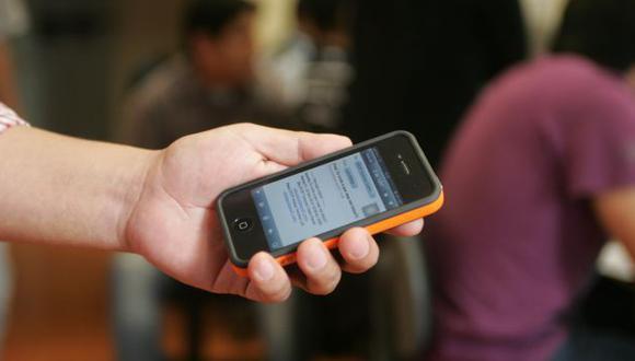 Docentes podrían ser cesados del cargo si usan celular en clase, de acuerdo a iniciativa de nacionalistas. (Perú21)