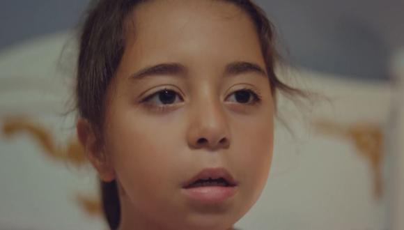 """Oyku es el personaje principal de """"Todo por mi hija"""", interpretado por la pequeña actriz Beren Gokyildiz (Foto: Telemundo)"""
