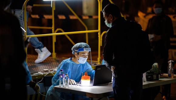 Más de 100 millones de personas han contraído oficialmente el nuevo coronavirus en el mundo. (Foto: Anthony WALLACE / AFP)