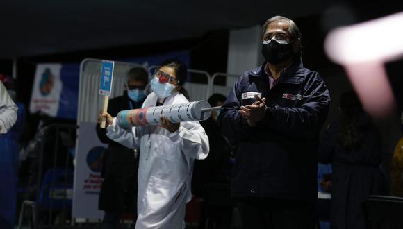 Ugarte señaló que la vacuna de Sinopharm, con la que fueron inmunizados los médicos, sí previene casos raves y muertes.  (Foto: Fernando Sangama / @photo.gec)