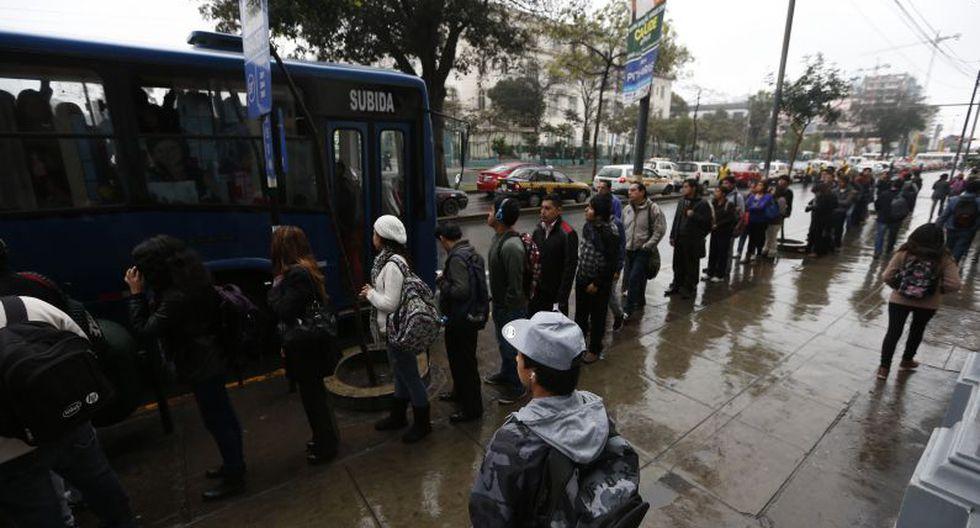 Durante todo septiembre, los buses del Corredor Azul recorrerán el eje vial gratis.  (Rafael Cornejo)