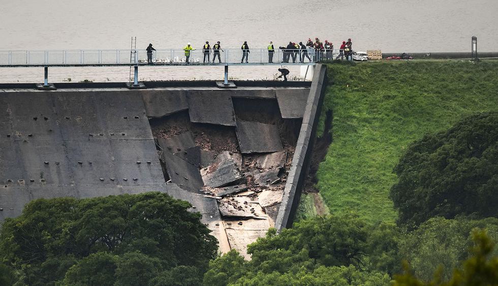 El pueblo de Whaley Bridge, en Derbyshire, se vio amenazado ante el peligro de colapso de una antigua represa. (Foto: AP)