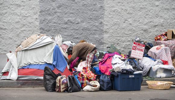 Un informe de marzo de este año encargado por el gobernador, Gavin Newsom, reveló que más de uno de cada seis californianos es pobre. (Foto: AFP)
