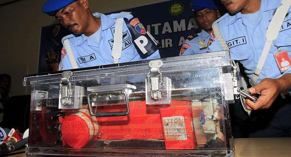 AirAsia: Trabajan en rescatar una segunda caja negra del fondo del mar. (EFE)