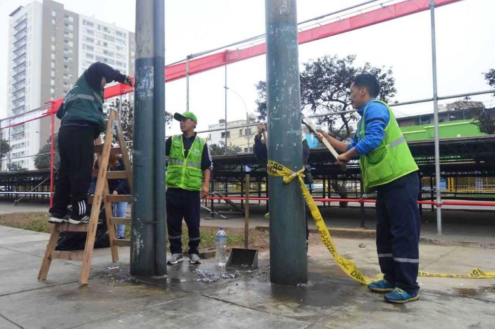 El alcalde de Pueblo Libre, Stephen Haas del Carpio agradeció a los recicladores por el apoyo en la limpieza. (Foto: Andina)