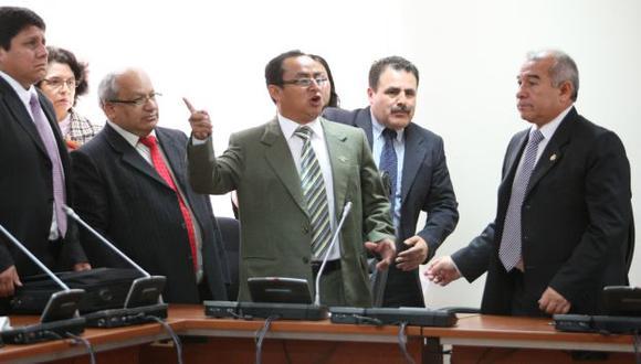 BAJO LUPA. El tibio deslinde de Santos respecto de su amigo Vallejos no convence a Fiscalización. (Luis Gonzáles)