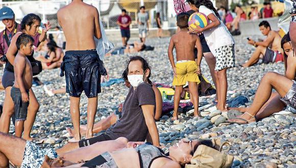 NO SON VACACIONES. Suspenden clases y cientos de personas acudieron a las playas limeñas, en lugar de quedarse en casa. (Fotos: César Zamalloa/GEC)