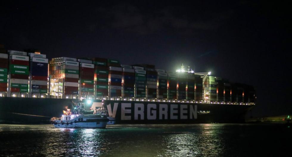 Una vista muestra el buque portacontenedores varado Ever Given en el Canal de Suez, Egipto, el 27 de marzo de 2021. (REUTERS/Mohamed Abd El Ghany).