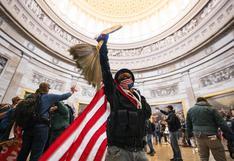 """Fotógrafo que captó el asalto al Capitolio: """"me recordó a la caída de Sadam Husein"""" [FOTOS]"""