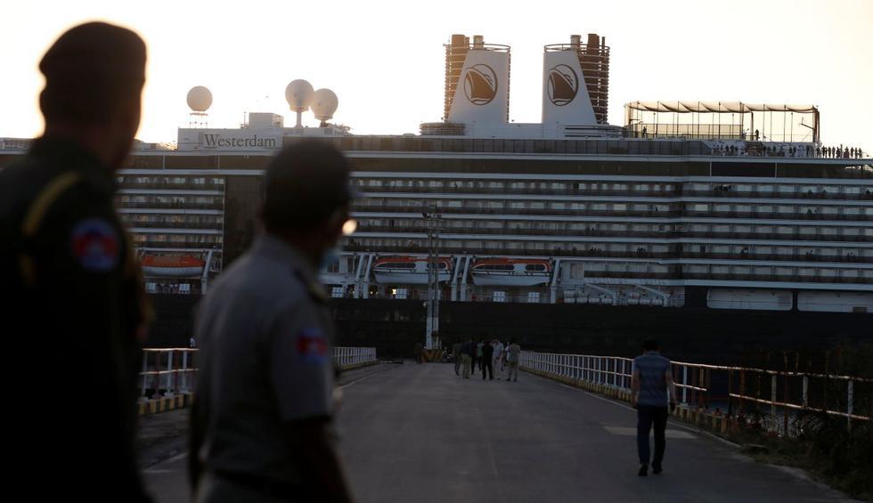 Un crucero estadounidense, al que se le prohibió atracar en cinco puertos asiáticos por temor al nuevo coronavirus, llegó este jueves a Camboya, donde sus pasajeros podrán finalmente desembarcar. (Reuters).