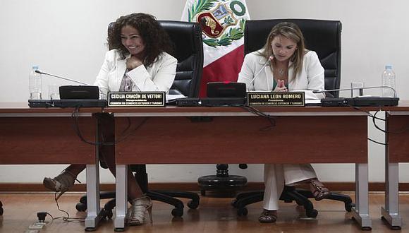 Luciana León preside la referida comisión. A su lado, Cecilia Chacón. (USI)