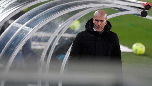 Zinedine Zidane se defendió de las críticas por la salidas de jugadores de Real Madrid. (Foto: AFP)