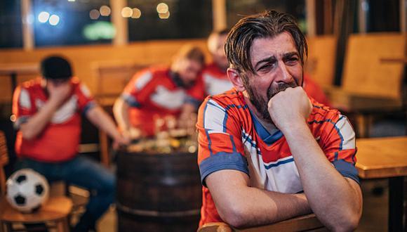 Para todos los fans del fútbol que no pueden salir de casa y desfogar sus emociones, un árbitro se ofreció a recibir sus insultos. (Foto referencial: Getty Images)