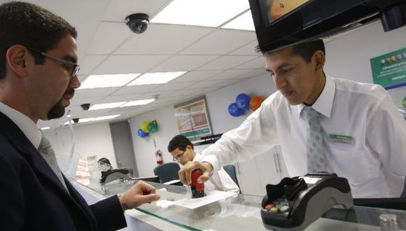 Peruanos prefieren endeudarse en moneda local. (USI)