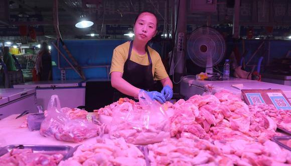 En la ciudad china de Shenzhen, perteneciente a la provincia meridional de Cantón, han encontrado trazas de coronavirus en muestras de un lote de alitas de pollo congeladas importadas de Brasil. (EFE / Wu Hong / Archivo)