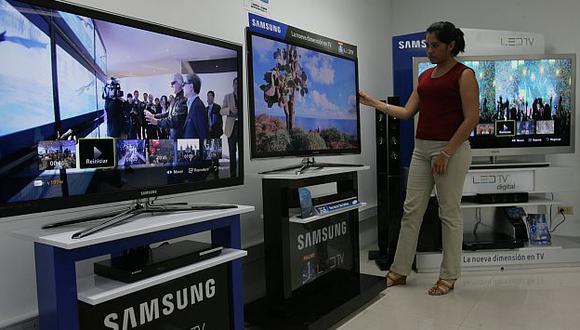 Peruanos buscan aparatos que ahorren energía y permitan una mayor interacción. (L. Gonzales)