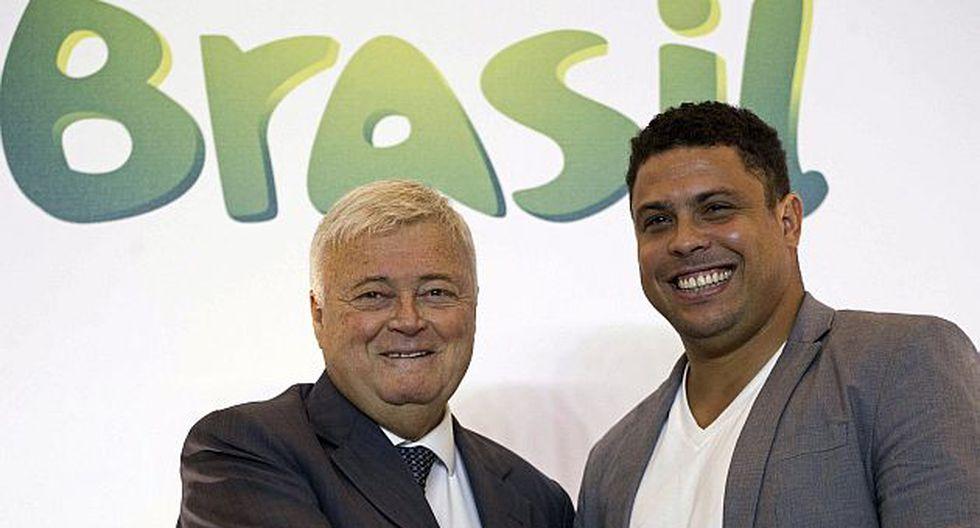 Ronaldo acompañado del presidente de la CBF, Ricardo Teixeira. (AP)