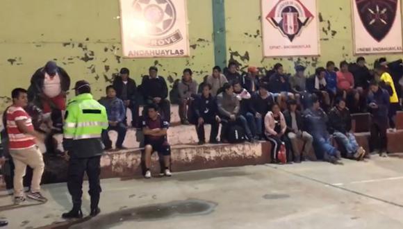 Apurímac: Detienen a 50 personas que bebían licor y jugaban fulbito en pleno estado de emergencia. (foto captura)