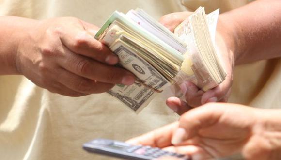 REACCIÓN. Dólar continuará deteriorándose en el mercado local. (Fidel Carrillo)