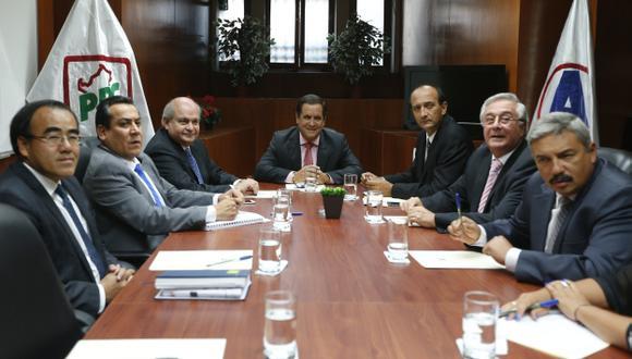 Premier se reunió con miembros de la bancada de PPC-APP. (Mario Zapata)