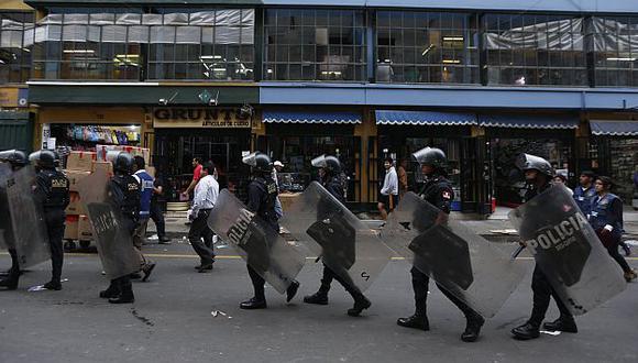 Mesa Redonda y el Mercado Central son vigilados por más de 800 serenos. (Rafael Cornejo)