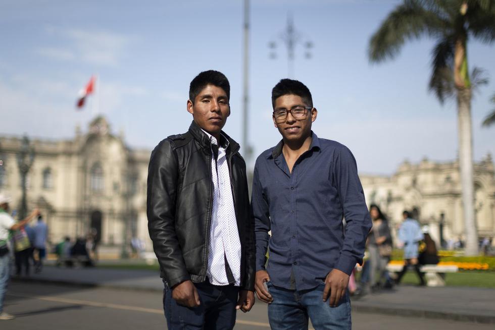 Josué Abraham y Josué Abdías Suttaraura (18) recorrieron diversos lugares de la capital. (Renzo Salazar)