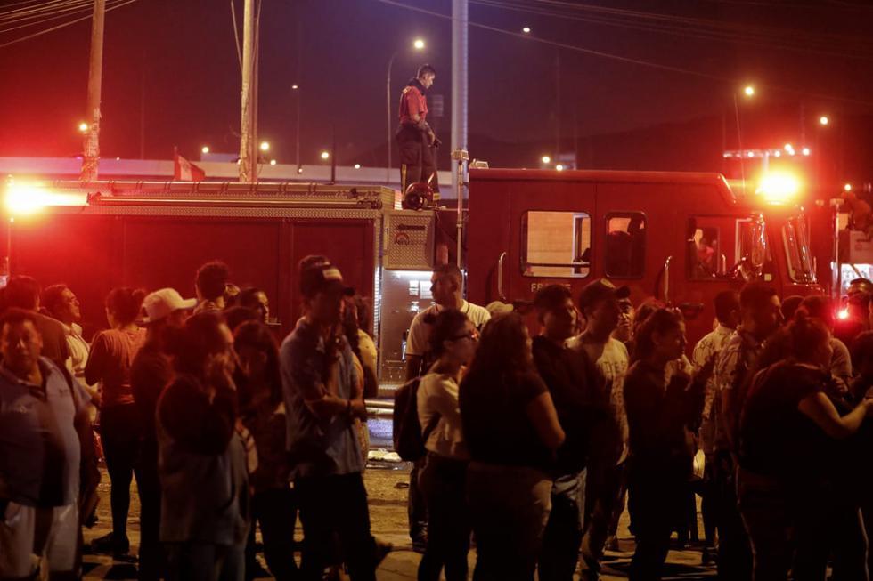 Tragedia en San Martín de Porres frente al ex Terminal Fiori. (Foto: Renzo Salazar/ GEC)