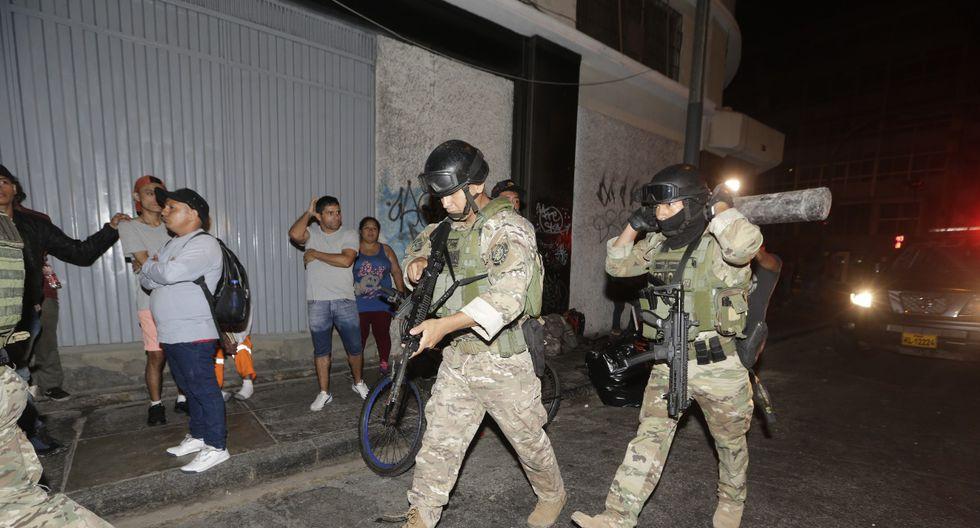 Más de 100 detenidos tras violento desalojo en edificio de Cercado de Lima (JoséCaja/GEC)