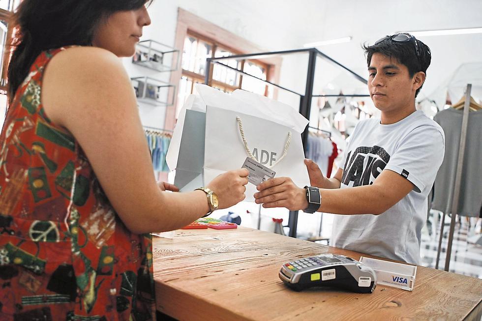 Previsión. Sugieren que los bancos sean responsables al otorgar líneas de crédito a los jóvenes. (USI)