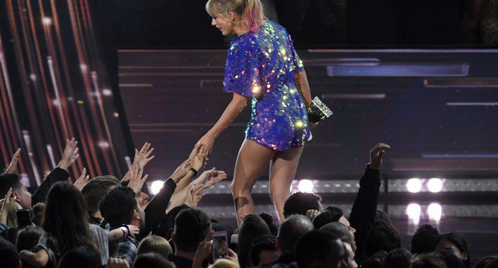 Taylor Swift sorprende con cambio de look en los iHeartRadio Music Awards (Fotos: AFP)