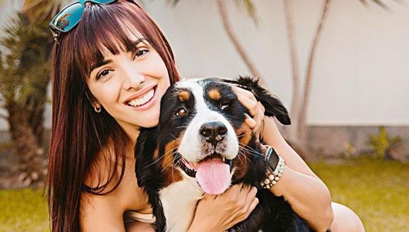 Rosángela Espinoza se encuentra feliz tras el regreso de su mascota Bianca. (Foto: Instagram / @rosangelaeslo).